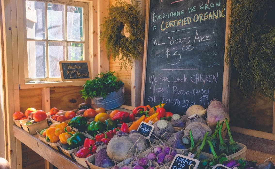 Why It's Best to Buy Organic [Plus How to Avoid Toxic Fruit & Veg]